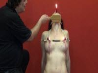BDSM con frustate e cera bollente sulla figa e tette