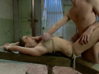 Video BDSM con una milf tettona