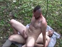 Flip Fuck in foresta tra due versatili arrapati