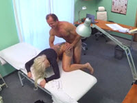 Tettona insaziabile fottuta da un dottore cazzuto