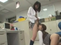 Lesbiche asiatiche si leccano a vicenda le fighe pelose