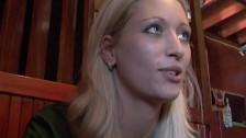 Sesso amatoriale con una bionda pagata per scoparsi