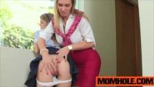 La studentessa perversa si fa leccare la figa vergine