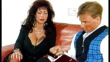 Gina Colany viene trombata sul divano comodo