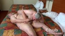 Due maturi ciccioni fanno sesso gay