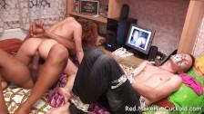 Cuckold interrazziale con una giovane baldracca